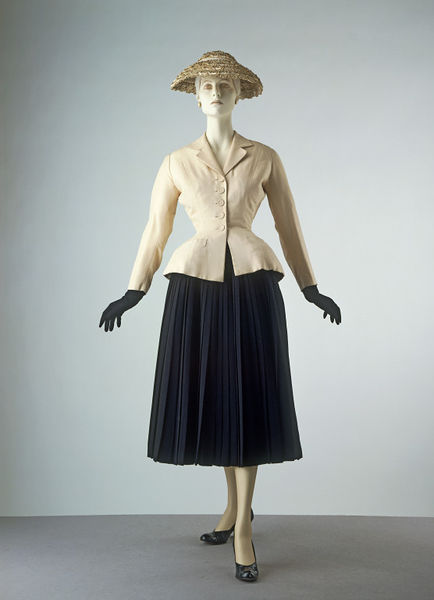 "whenasinsilks:    ""Bar"" suit by Christian Dior, silk tussore and wool crepe, 1947, French."