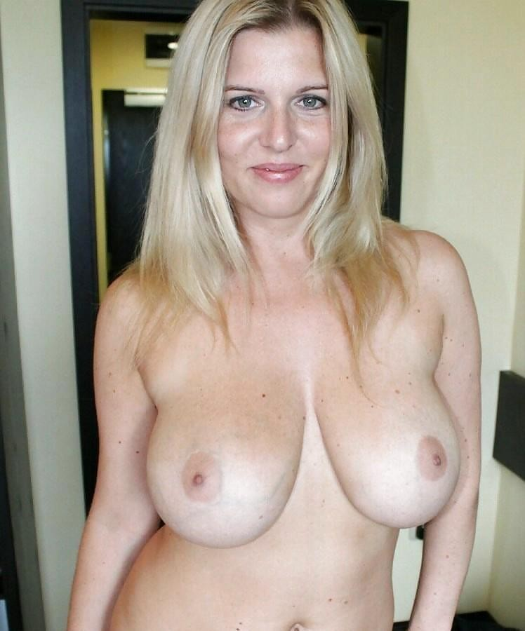 Amateur mature big boobs