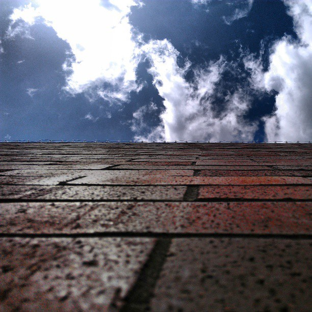 [#Beneath the #boring #brick.] #salemcenter #cloudporn #skyporn #insta_pick_skyart #ig_clouds #cloudsaremything #cloudappreciationsociety #oregonlife #ig_oregon #nofilter #photooftheday #photowall  (at Salem Center)
