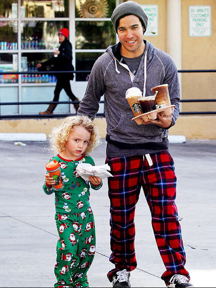 circletines:  pete wentz abducting a child 15 minutes late with starbucks