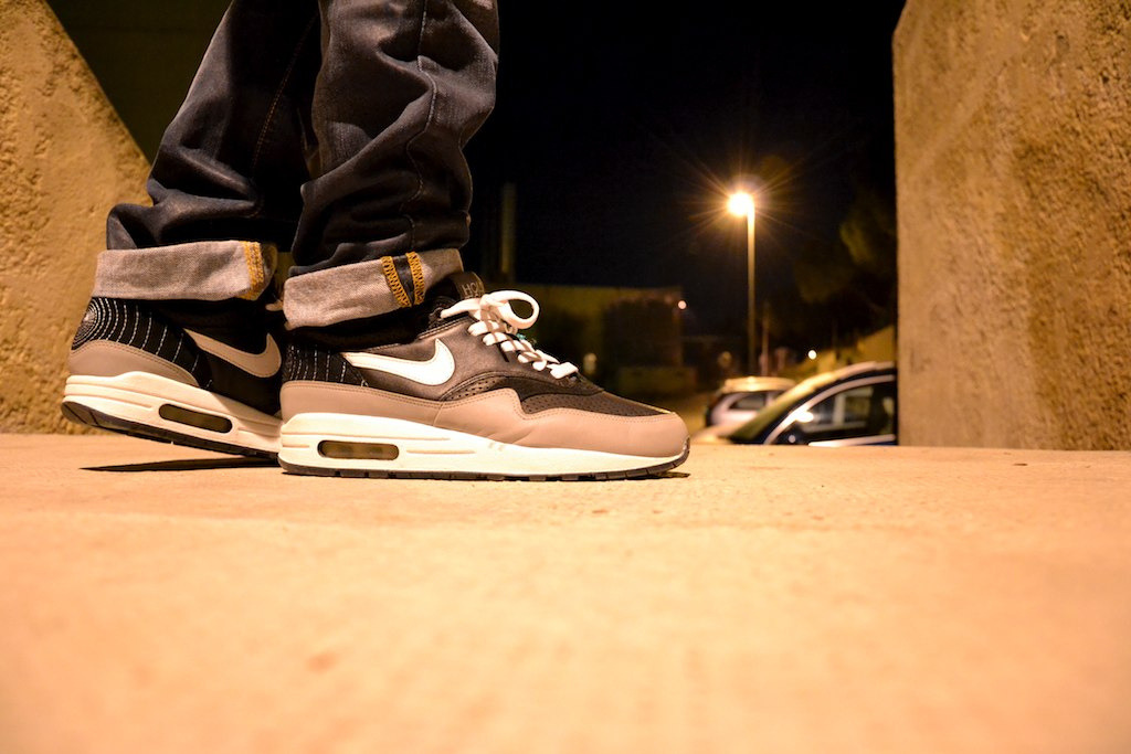 sweetsoles:  Nike Air Max 1 'Hold Tight' (by Retso07)  Oh my dayz!