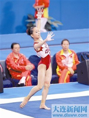Yao Jinnan, 2013 National All-Around Champion Yao Jinnan has successfully claimed what's rightfully hers at the 2013 National Championships. She was able to hang on to her lead despite a fall on balance beam (full twisting back tuck). Here are the final standings: Yao Jinnan              56.701 Shang Chunsong    55.635 Zeng Siqi                 55.335 Tan Sixin                 54.001 Huang Qiushuang   53.535 Liu Tingting             53.534 Huang Huidan         53.468 Xiao Kangjun          52.801 Zhu Siyan               52.568 Wang Yan               52.401 Mei Jie                    52.201 Li Shanshan           51.702