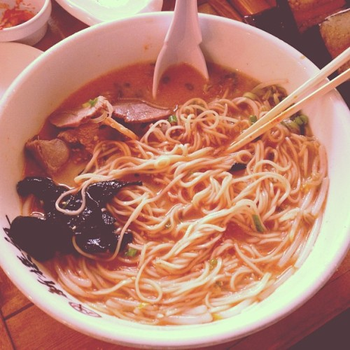 Cold and windy days call for some ramen. 👌🍜 #NomNomNom #Ramen #Food #FoodPorn #Perfect #Love #Japanese #LittleTokyo #DTLA #LA #LosAngeles #Best #Favorite #ColdWeather #SiponDrippingFromMyNose #lol #Family #SundayFunday #NoWork #ThanksClippers (at Shin-Sen-Gumi Hakata Ramen)