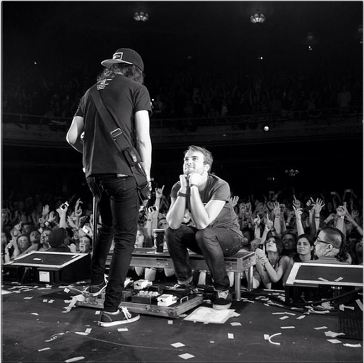straw-berrylips:  dontstop—themusic:  From Vic's instagram: Best seat in the house! Serenading @riandawson on the#SpringFeverTour photo by @elmakias