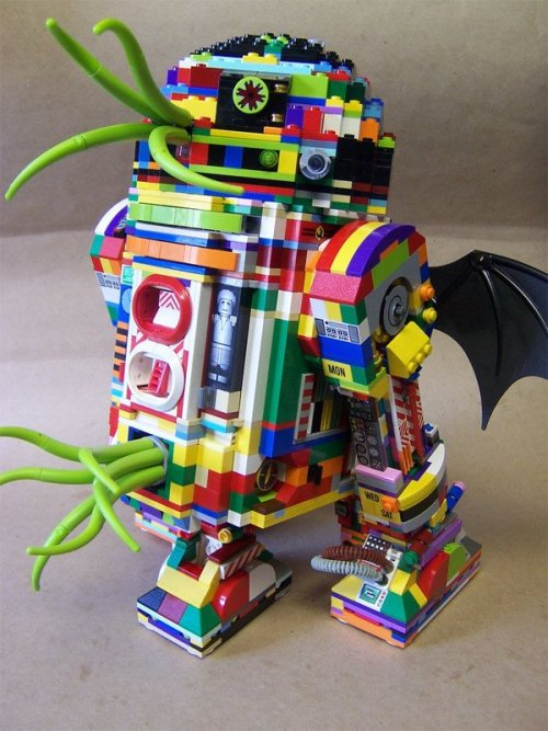 dorkly:  Lego Rainbow R2-Cthulhu The most popular costume at NecronomiCon.