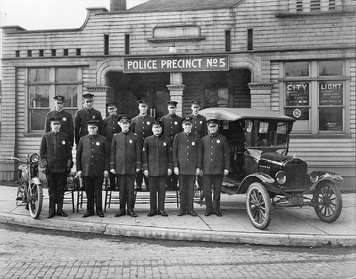 smartchickscommune:  Seattle Police Department, Precinct 5, 1921 (Interesting Old Photos of Seattle, via Seattle Municipal Archives and Vintage Everyday)