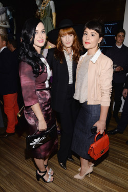 fuckyeahflorencewelch:  Florence with Katy Perry and Jessie Ware