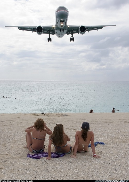 stopdreamingstartflying:  Boeing 757 approaching at St Maarten (TNCM)