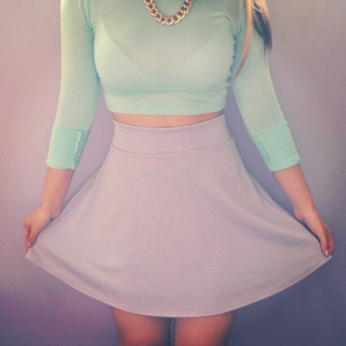skinny-summer-bod:  My outfit of the day :) Pastel colours for spring! @leannesaechao ♥