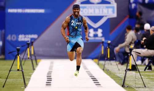 alloutblitzblog:  40-yard dash at the combine overrated? Eh, yeah it kinda is. http://bensalloutblitz.blogspot.com/2013/02/nfl-combine-40-yard-dash-is-overrated.html  The guy from WVU, I'm looking forward to watch him in his time in St. Louis