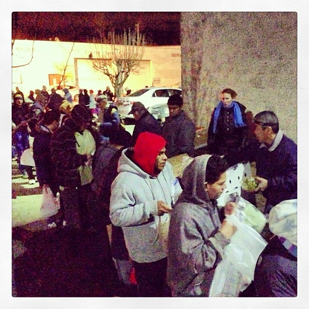 Last Tuesday night Long Island #foodnotbombs had a crowd that spanned over 3 1/2 blocks long. We were able to share #vegan food with everyone, But these large numbers show just how much help we really do need. Tonight will be sharing food at our #Farmingville food share, despite the coming blizzard. Will you join us?