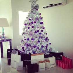 poisonedcandyfloss:  omg this will be my treee and presents when i'm older and rich omg