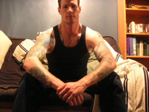 aluv4men:  More of the tall and tattooed. - Imgur