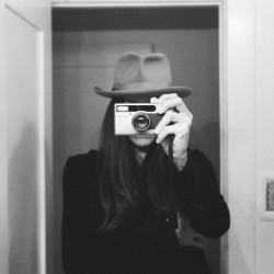"tasyavanree:  ""Through The Looking Glass"""