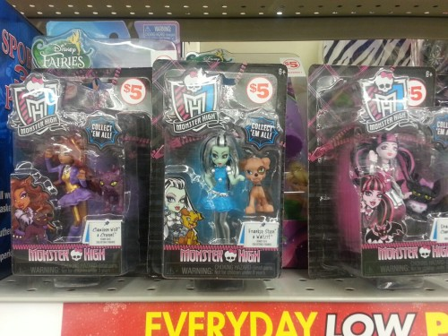 jadestoybox:  Not as big as all the other news flying around today.  But while I was in Family Dollar I saw these. They're like the Target ones but come with pets!  However,  there is only Clawdeen, Frankie,  and Draculaura.