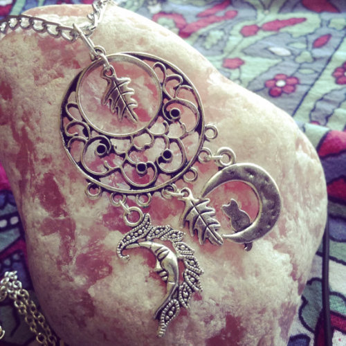 moon moon necklace moon charms crescent moon crescent moon necklace oak oak necklace oak leaf cat cat necklace mandala mandala necklace rose quartz jewelry jewels crystal mineral silver style grunge pastel pastel goth pastel grunge kawaii hippie hippie necklace hippie jewelry boho bohemian boho jewelry