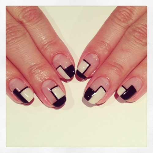 nailsalonavarice:  Monotone block nails #avarice #art #nails #nailart #nailsalon #design #kayo #monotone #black #white #block (NailSalon AVARICE)