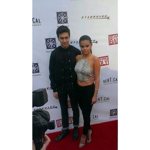 @justgowiththewaveman: Nat and Selena at the Los Angeles premiere of #BehavingBadly! #natwolff #selenagomez