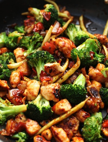 notanotherhealthyfoodblog:  Orange Chicken Vegetable Stir-Fry  click photo for recipe.