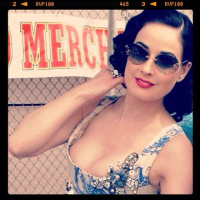 museumviews:  Dita Von Teese by yours truly (Homa Nasab) - #pinup #lasvegas #stripper #burlesque #striptease #CrazyHorse #model #fetish #dancer #performer #entertainer #entertainment #oldhollywood #hollywood #vintage #glamour #movie #star #actress #designer #sexsymbol #sexy