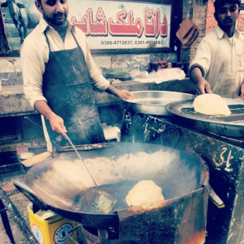 Lahori breakfast, Puri (via umalik)  Follow us on Facebook | Twitter or Submit something or Just Ask!