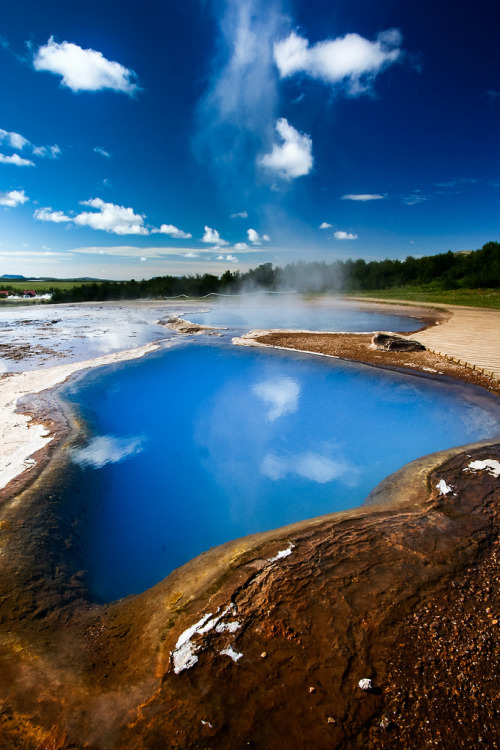 travelingcolors:  Acid lake and fumaroles in Geysir | Iceland (by bm_photo)