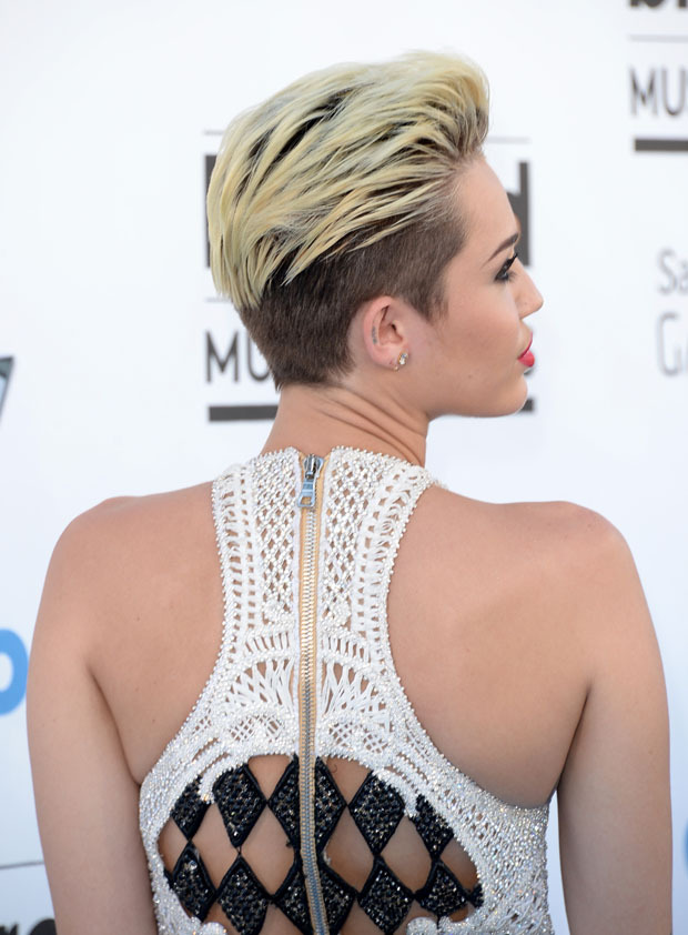 mlf-ashion:  Miley Cyrus at the Billboard Music Awards 2013! love the hair