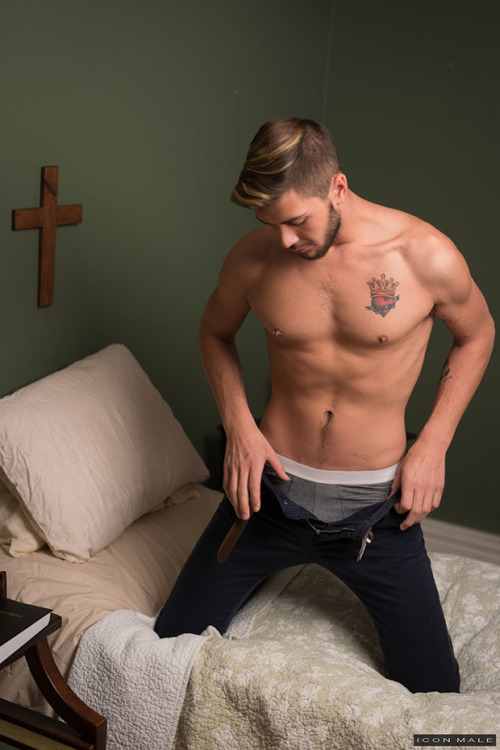 Michael Delray and Justin Dean Make Confessions at Icon Male