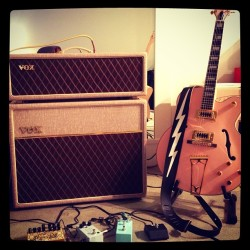 Love this rig. @voxamplification @jhspedals @blackout_kyle #voxamps #ac30 #ac30hw #gretsch #superbolt #fuzzlife #sstwosome (at Artworks)