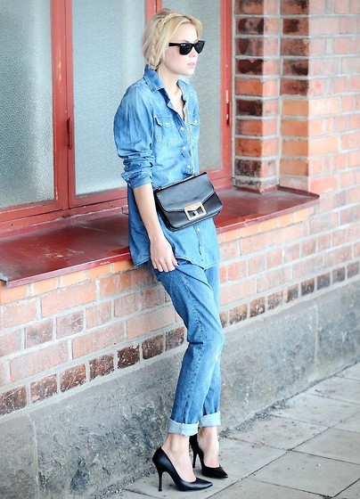 Denim on denim never gets old. (by Victoria Törnegren)