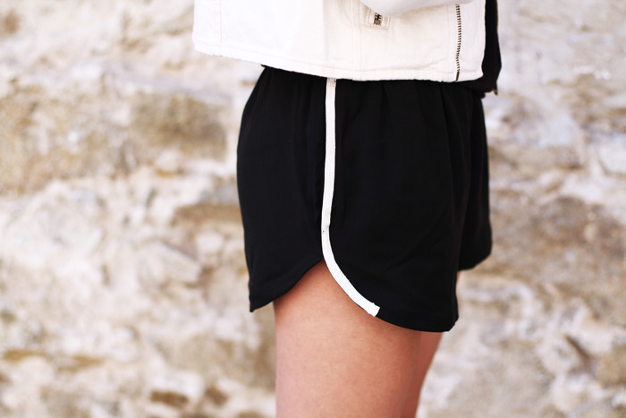 paris2london:  (via Dulceida: BLACK WITH BEIGE DETAILS)