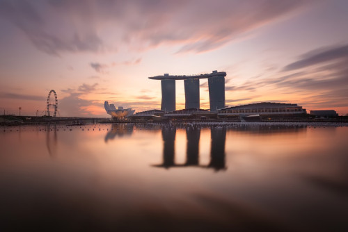 pearlsofblack:  fellaphotos:  Singapore Sunrise  pretty  …so this is what i could see if i actually woke up in time for the sunrise?