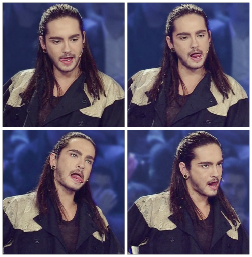 penypen:  Some porn by Tom during 6th live Dsds show ……..  LMFAO I'M CRYING!