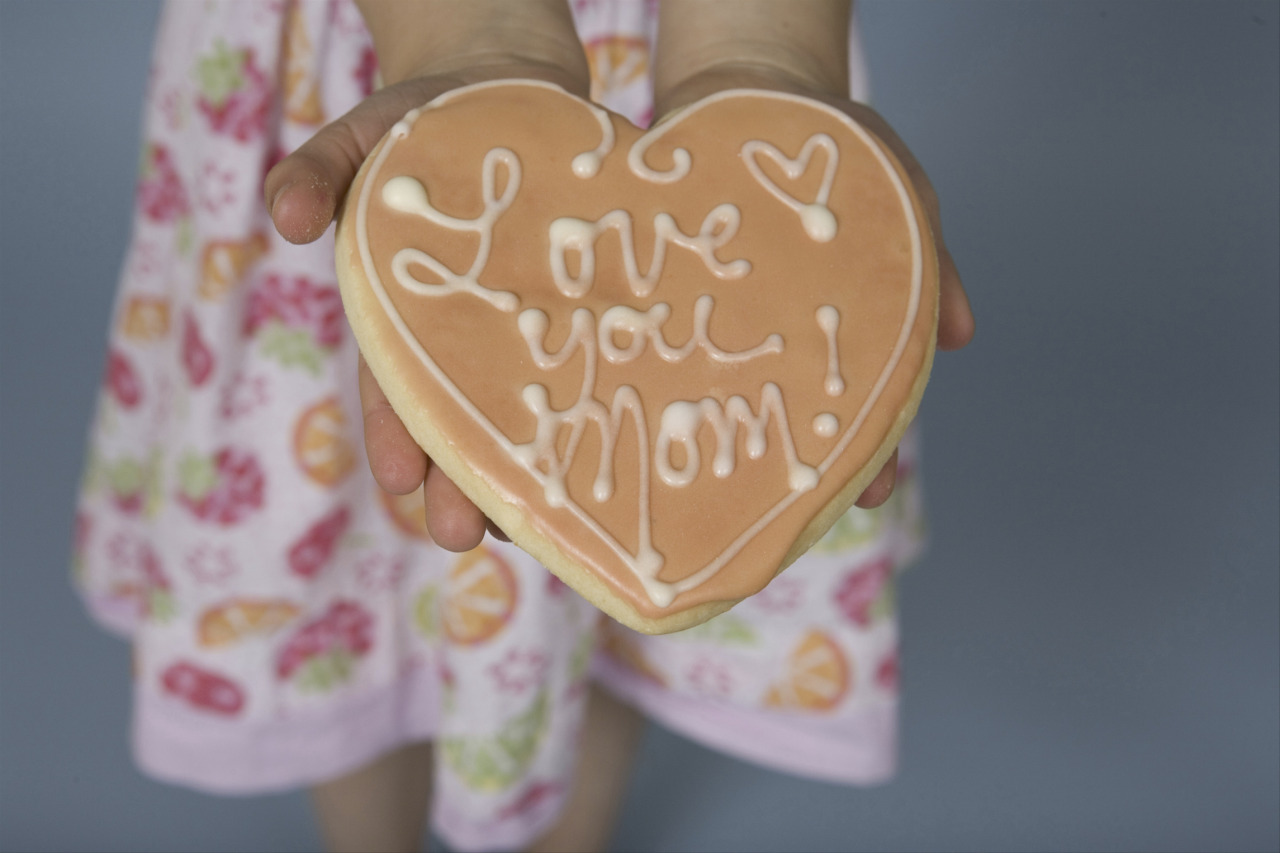 Looking for some last minute ideas to make Mother's Day special?   pbsparents:  Hooray for Mother's Day! Check out these great tips, ideas, activities and recipes to make the most of your Mother's Day: Crafts: http://www.pbs.org/parents/crafts-for-kids/category/holiday/mothers-day/ Recipes: http://www.pbs.org/parents/kitchenexplorers/?s=Mother%27s+Day Resources: http://www.pbs.org/parents/special/mothersday.html