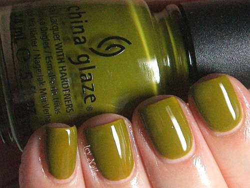 China Glaze Budding Romance. Please click through for my review and photographs. #nailpolish #chinaglaze #bblogcoalition #bbloggers