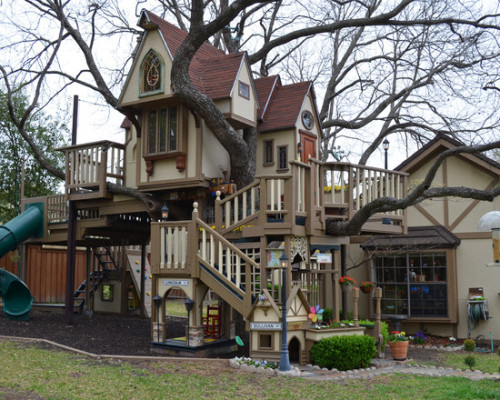 laughingsquid:  Texas Couple Builds Elaborate Tree House Mansion for Grandkids