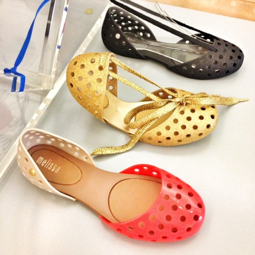 The Hunt is on! Melissa, designer of super-rad plastic footwear, hails from this country. Correctly name the February country AND tell us your fave shoe designer, and we'll put your name in a drawing to be Champ at 9pm PST.   Tweet your caption to @radandhungry, or post to our Facebook page. Champion of the Hunt wins a custom kit filled with awesomeness sourced from the February 2013 country.