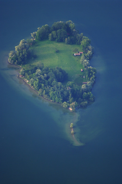 crimsun:  Balloon Shaped Island by Reinhard