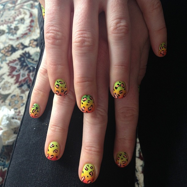aliciatorellonails:  Anne Hathaway's leopard fade mani for the metball