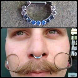 @jamesdiem got this @industrialstrength Odyssey septum clicker with 11 #swarovskizirconia gemstones…looking fresh!  #septum #septumclicker #industrialstrength #isbodyjewelry #bodypiercing #piercing #bodyjewelry #binghamton #downtownbinghamton #binghamtonpiercing #legitbodyjewelry #bodymod #bodymodlife  (at The Shaman's Den Body Arts)