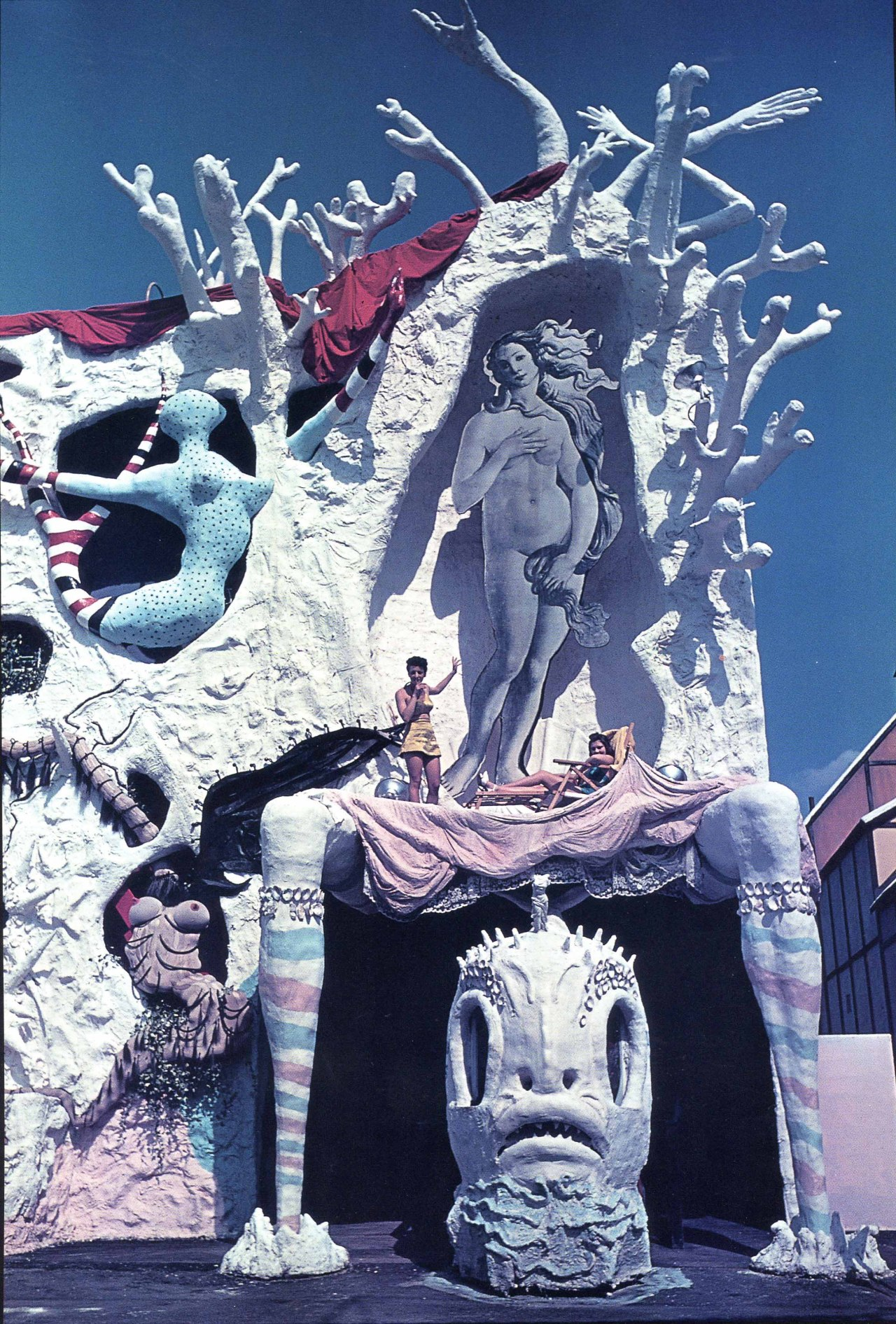 wandrlust:  Salvador Dalí's Dream of Venus pavilion for the 1939 World's Fair.