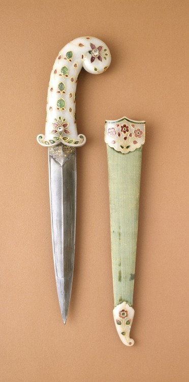 Dagger and sheath, made in India, c.1675-1700 (source).
