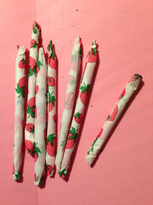 Strawberry kush in strawberry papers :) yum