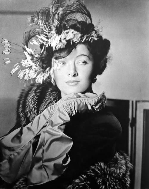 mote-historie:  Myrna Loy - 1941 - Photo by Horst P. Horst