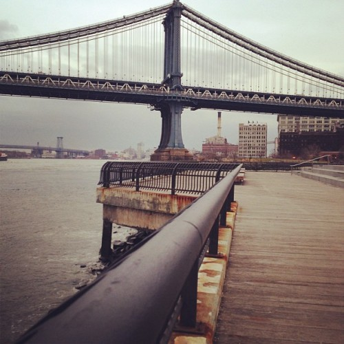 Chilly day, gray skies. Still looking good, NYC. #dumbo #manhattanbridge #eastriver (at Brooklyn Bridge Park)