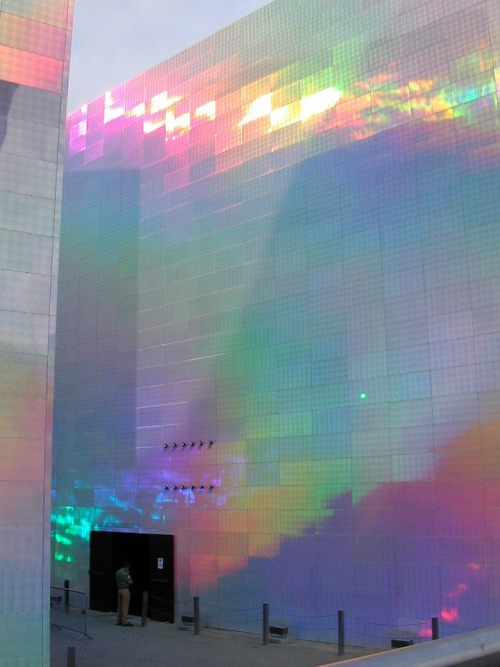 Holographic Cubes Reflect Dazzling Spectrum of Color www.mymodernmet.com