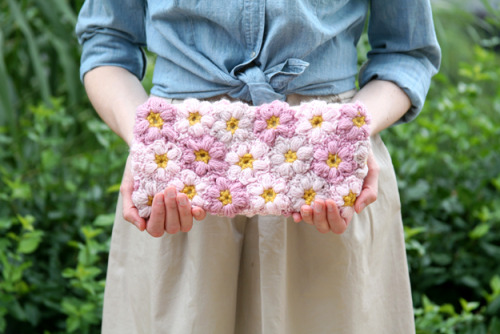 (via Caught On A Whim: Off the Hook: Crochet Flower Power Clutch)