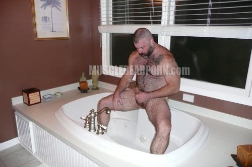 thickbear475:musclebearporncom:Even daddies play in the tub. Daddy @WillAngellXXX.http://www.musclebearporn.comDAD~!