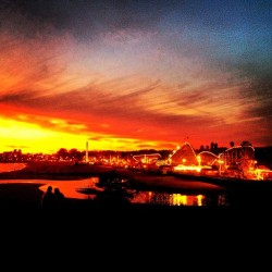 ramennoodlessc:  Sunset in #SantaCruz.