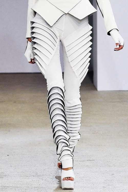 edge-to-edge:  Gareth Pugh Spring/Summer 2009